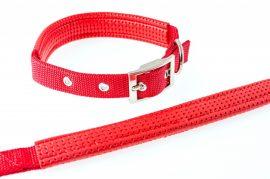 Piros színű textilnyakörv műbőr betéttel, 2.5cmx60cm