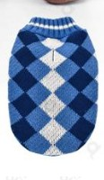 Kötött kék kockás mintás kutyapulcsi, 20 cm háthossz