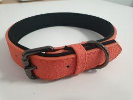 Bőr hatású narancssárga színű nyakörv elegáns fém csattal, 2.5cmx37-49cm
