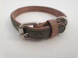 Velúr hatású szürke színű nyakörv fém csattal, 1.5cm x 24-31cm