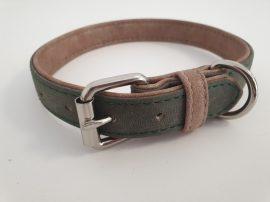 Velúr hatású sötétzöldszínű nyakörv fém csattal, 2.5cm x 40-50cm