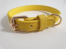 Sárga színű, finoman varrott oldalú nyakörv elegáns fém csattal, 1.5cmx25-31cm